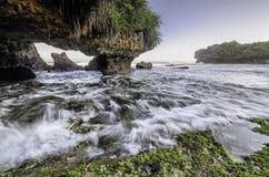 Fala i mechata plaża Zdjęcia Stock