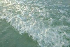 Fala i plaża Obrazy Royalty Free