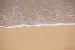 Fala i plaża obraz stock
