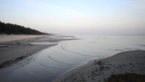 Fala miażdży na plażowym piasku zdjęcie wideo