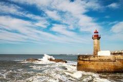 Fala na brekwater w Porto, Portugalia Obrazy Royalty Free