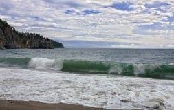 Fala na jeziornym Baikal Zdjęcia Stock