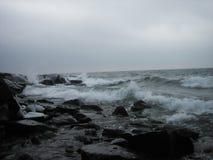 Fala na Północnym brzeg Jeziorny przełożony Zdjęcie Stock