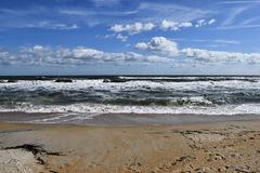 Fala na piaskowatej plaży zdjęcia royalty free