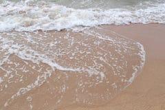 fala na plaży denni zwrotniki w dnia czasie Obraz Royalty Free