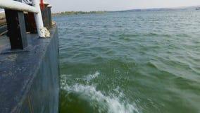 Fala na rzece powodować statkiem zbiory wideo