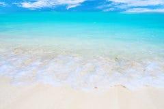 Fala na tropikalnej plaży Fotografia Royalty Free