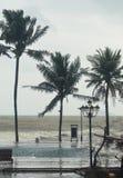Fala od tajfunu chełbotania w hotelowego basen Zdjęcia Royalty Free