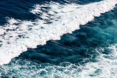 Fala Pacyficzny ocean Uluwatu, Bali, Indonezja fotografia royalty free
