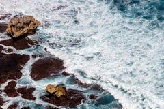 Fala Pacyficzny ocean Uluwatu, Bali, Indonezja fotografia stock