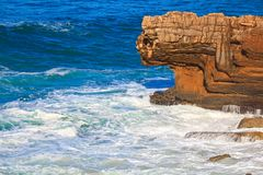 fala przerwy przeciw na morzu kamieniowi fotografia stock