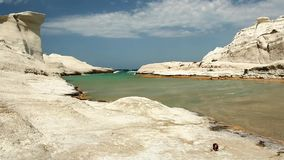 Fala przy Sarakiniko plażą zbiory wideo