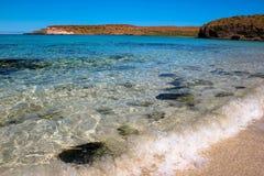 Fala rozbijają na dalekiej plaży morze Cortez w Meksyk Fotografia Stock
