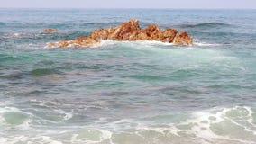 Fala rytm na kamieniu w morzu śródziemnomorskim zbiory wideo