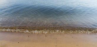 Fala uderza plażę Obraz Stock