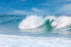 Fala w ciepłej wodzie morskiej na plaży, Szczęśliwy lato Fotografia Stock