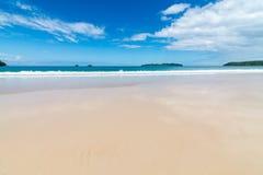 Fala w piasku na plaży i morzu Fotografia Royalty Free