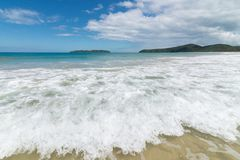 Fala w piasku na plaży i morzu Zdjęcia Stock