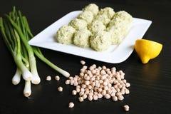 Falafel árabe - un plato tradicional de garbanzos imagen de archivo