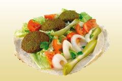 Falafel con la ensalada Fotografía de archivo libre de regalías