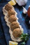 Falafel, gebratene Kichererbsenbälle Stockbilder