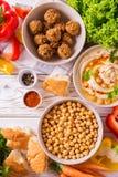 Falafel, pita, hummus i chickpea z warzywami, Odgórny widok Obraz Stock
