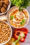 Falafel, pita, hummus i chickpea z warzywami, Odgórny widok Zdjęcie Stock