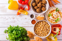 Falafel, pita, hummus i chickpea z warzywami, Odgórny widok Zdjęcie Royalty Free