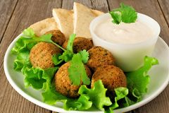 Falafel with pita and tzatziki Royalty Free Stock Photography