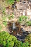 Falaise avec la cascade Image libre de droits