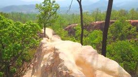 Falaise d'Adobe de Pai Canyon, Thaïlande banque de vidéos