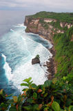 Falaise d'Uluwatu dans Bali, Indonésie Images libres de droits