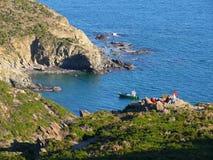 Falaise dans la côte vermeille Images libres de droits