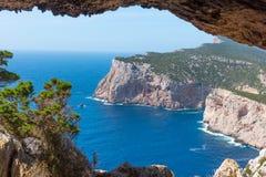 Falaise de Caccia de capo vue de la caverne de Vasi Rotti photographie stock