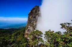 Falaise de deux saisons, Pha Ngaem. photo libre de droits