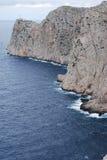 Falaise, océan et phare Image stock