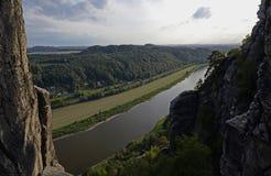 Falaises au-dessus de l'Elbe, parc national de Saxon Suisse Photographie stock