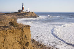 Falaises au phare de point de Montauk. Image stock