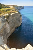 Falaises autour de Fomm IR-Rih à Malte Images stock