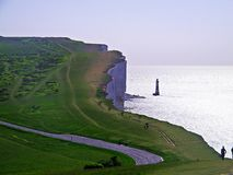 Falaises blanches de Douvres avec le phare photo libre de droits