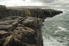 Falaises, chemin vers Galway - Irlande Images stock