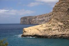 Falaises d'île de Gozo Photographie stock libre de droits
