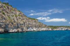 Falaises d'île de Menorca Photographie stock