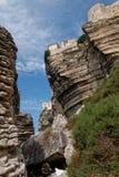 Falaises de Bonifacio, vue du niveau de plage photo stock