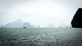 Falaises de chaux de mer d'Andaman Photographie stock libre de droits
