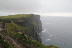 Falaises de moher dans Clare Co l'irlande Images stock