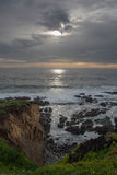 Falaises de plage sur l'océan Photographie stock libre de droits