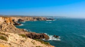 Falaises du Portugal, océan Images libres de droits