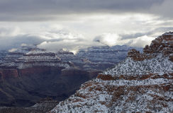 Falaises enduites Grand Canyon de neige Image stock