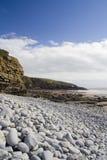 Falaises et cailloux de mer. photographie stock libre de droits